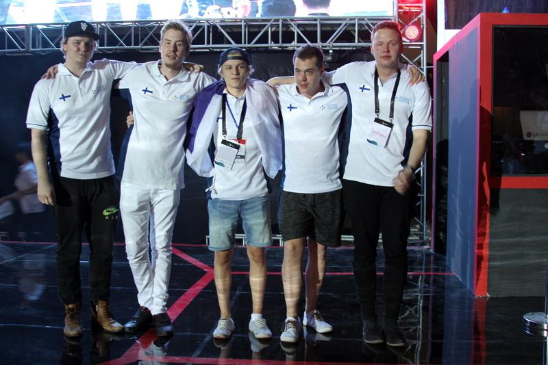 """Tony """"arvid"""" Niemelä, Juho """"Juhob"""" Lampinen, Aleksi """"Aleksib"""" Virolainen, Niko """"naSu"""" Kovanen ja Miikka """"SuNny """" Kemppi voittivat juuri MM-kultaa."""